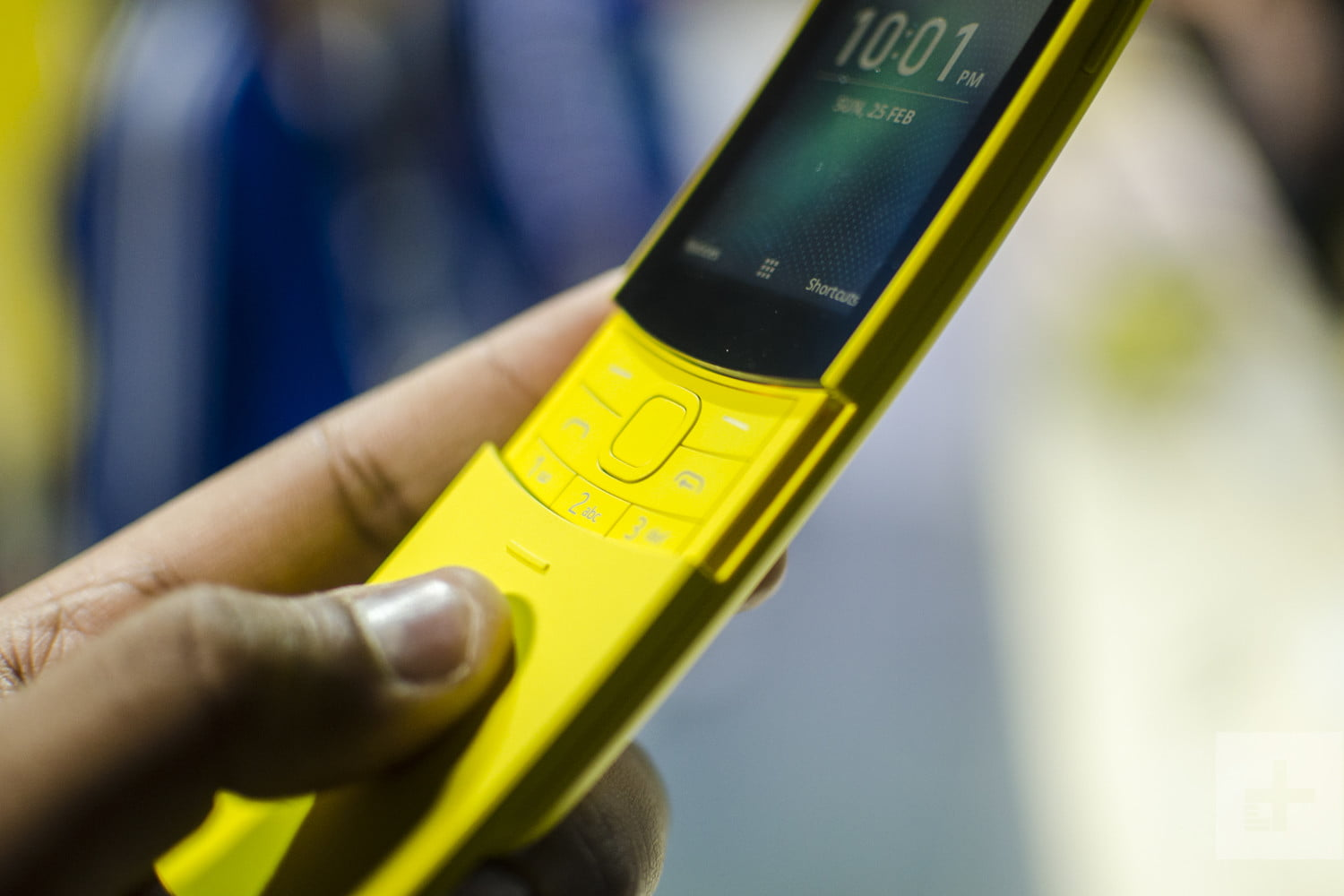 "Review: Nokia 8110 4G – The re-released ""Matrix"" phone"